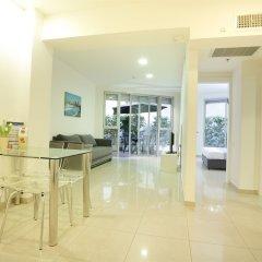 Sea Land Suites Израиль, Тель-Авив - 11 отзывов об отеле, цены и фото номеров - забронировать отель Sea Land Suites онлайн интерьер отеля
