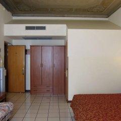 Отель Soana City Rooms сейф в номере