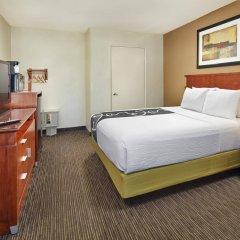 Отель La Quinta Inn & Suites by Wyndham San Diego SeaWorld/Zoo США, Сан-Диего - отзывы, цены и фото номеров - забронировать отель La Quinta Inn & Suites by Wyndham San Diego SeaWorld/Zoo онлайн комната для гостей фото 5