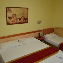 Hotel Carolin сейф в номере