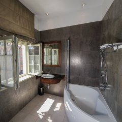 Отель Holland House Residence Old Town ванная
