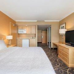 Отель Hampton Inn and Suites by Hilton, Downtown Vancouver Канада, Ванкувер - отзывы, цены и фото номеров - забронировать отель Hampton Inn and Suites by Hilton, Downtown Vancouver онлайн удобства в номере фото 2