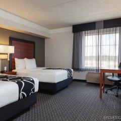 Отель La Quinta Inn & Suites Dallas North Central комната для гостей фото 5