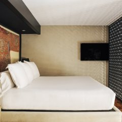 Отель Claris G.L. сейф в номере