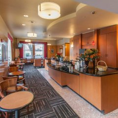 Отель Red Roof Inn PLUS+ Columbus Downtown - Convention Center гостиничный бар