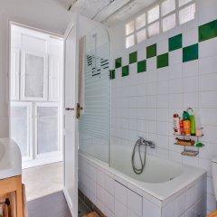Отель Superbe appartement Saint-Paul - Le Marais Париж ванная