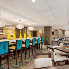 Отель Hampton Inn and Suites by Hilton, Downtown Vancouver Канада, Ванкувер - отзывы, цены и фото номеров - забронировать отель Hampton Inn and Suites by Hilton, Downtown Vancouver онлайн гостиничный бар