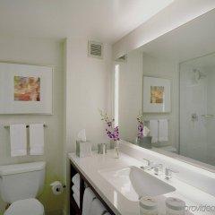 Отель Crowne Plaza Times Square Manhattan США, Нью-Йорк - отзывы, цены и фото номеров - забронировать отель Crowne Plaza Times Square Manhattan онлайн ванная