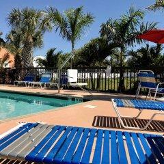 Отель Days Inn by Wyndham Sarasota Bay бассейн фото 3