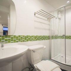 Отель Resort M - MRT Huai Kwang Таиланд, Бангкок - отзывы, цены и фото номеров - забронировать отель Resort M - MRT Huai Kwang онлайн ванная