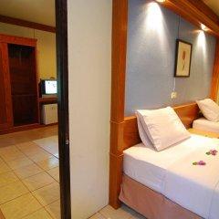 Отель Lanta Nice Beach Resort Ланта сейф в номере