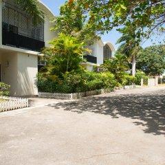 Отель Court Manor at Montego Bay Club парковка