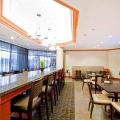 Отель Hampton Inn by Hilton Vancouver-Airport/Richmond Канада, Ричмонд - отзывы, цены и фото номеров - забронировать отель Hampton Inn by Hilton Vancouver-Airport/Richmond онлайн гостиничный бар