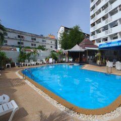 Отель Marina Inn Pattaya бассейн