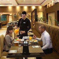 Отель City Garden Suites Manila Филиппины, Манила - 1 отзыв об отеле, цены и фото номеров - забронировать отель City Garden Suites Manila онлайн питание фото 2