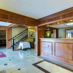 Отель Clarion Inn and Summit Center интерьер отеля