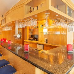 Отель Ramada by Wyndham Hannover Германия, Ганновер - отзывы, цены и фото номеров - забронировать отель Ramada by Wyndham Hannover онлайн гостиничный бар
