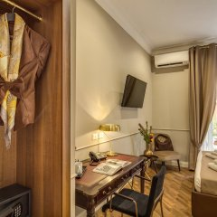 Tree Charme Spagna Boutique Hotel сейф в номере