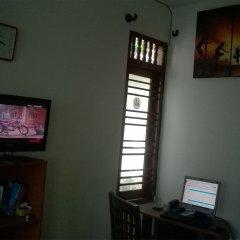 Отель Hikka Train Hostel Шри-Ланка, Хиккадува - отзывы, цены и фото номеров - забронировать отель Hikka Train Hostel онлайн развлечения