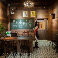 The Motley House - Hostel Бангкок интерьер отеля
