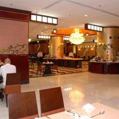 Отель Al Bustan Tower Hotel Suites ОАЭ, Шарджа - отзывы, цены и фото номеров - забронировать отель Al Bustan Tower Hotel Suites онлайн питание фото 2