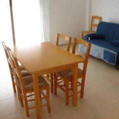 Отель Apartaments Lloveras Испания, Льорет-де-Мар - отзывы, цены и фото номеров - забронировать отель Apartaments Lloveras онлайн комната для гостей