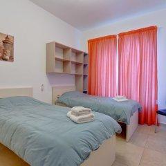 Отель Stunning Seafront Lux Apt wt Pool, Upmarket Area Мальта, Слима - отзывы, цены и фото номеров - забронировать отель Stunning Seafront Lux Apt wt Pool, Upmarket Area онлайн комната для гостей