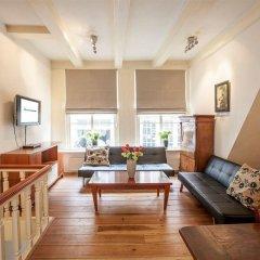 Апартаменты Old Masters Apartment комната для гостей