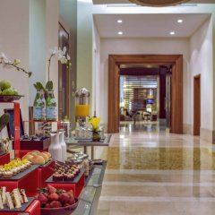 Отель Amwaj Rotana, Jumeirah Beach - Dubai интерьер отеля фото 2