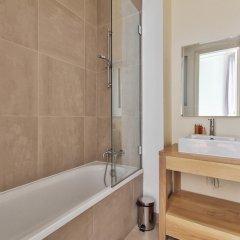 Отель Guest Trotter - Saint Philippe du Roule Франция, Париж - отзывы, цены и фото номеров - забронировать отель Guest Trotter - Saint Philippe du Roule онлайн ванная