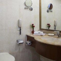 Отель The Royal Plaza Индия, Нью-Дели - отзывы, цены и фото номеров - забронировать отель The Royal Plaza онлайн ванная