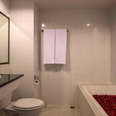 Отель Chanalai Flora Resort, Kata Beach ванная фото 2
