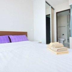 Отель Chrisma Condo by Renvio Таиланд, Бангкок - отзывы, цены и фото номеров - забронировать отель Chrisma Condo by Renvio онлайн комната для гостей фото 4