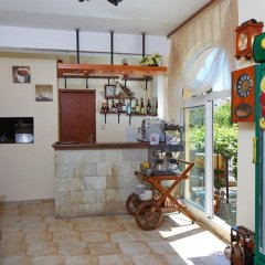 Отель Family Hotel Milev Болгария, Свети Влас - отзывы, цены и фото номеров - забронировать отель Family Hotel Milev онлайн гостиничный бар