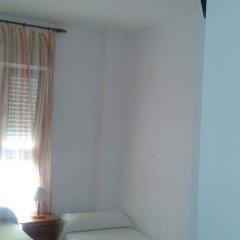 Отель Hostal Los Valencianos Испания, Кониль-де-ла-Фронтера - отзывы, цены и фото номеров - забронировать отель Hostal Los Valencianos онлайн комната для гостей фото 4