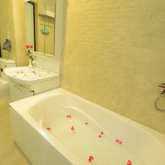 Отель Bella Rosa Hotel Вьетнам, Ханой - отзывы, цены и фото номеров - забронировать отель Bella Rosa Hotel онлайн ванная фото 2