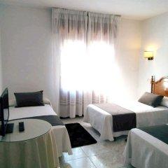 Отель Hostal Mourelos Испания, Эль-Грове - отзывы, цены и фото номеров - забронировать отель Hostal Mourelos онлайн комната для гостей фото 3