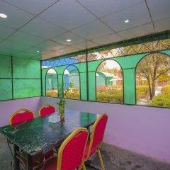 Отель OYO 275 Sunshine Garden Resort Непал, Катманду - отзывы, цены и фото номеров - забронировать отель OYO 275 Sunshine Garden Resort онлайн гостиничный бар