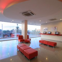 Отель Red Planet Davao бассейн