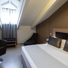 Отель Catalonia Plaza Mayor сейф в номере