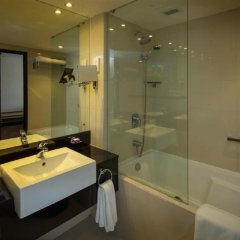 Отель Cinnamon Lakeside Colombo Шри-Ланка, Коломбо - 2 отзыва об отеле, цены и фото номеров - забронировать отель Cinnamon Lakeside Colombo онлайн ванная