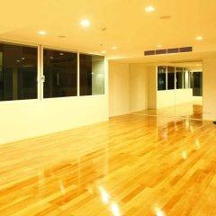 Апартаменты GM Serviced Apartment Бангкок фитнесс-зал фото 4