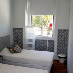 Back To Lisbon Hostel Лиссабон комната для гостей