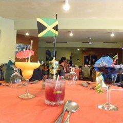 Отель Altamont Court Hotel Ямайка, Кингстон - отзывы, цены и фото номеров - забронировать отель Altamont Court Hotel онлайн гостиничный бар