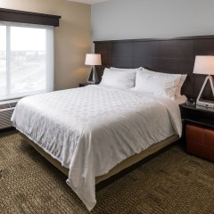 Отель Staybridge Suites Saskatoon - University комната для гостей фото 2
