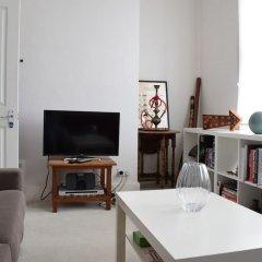 Отель 3 Bedroom Flat In Brixton Великобритания, Лондон - отзывы, цены и фото номеров - забронировать отель 3 Bedroom Flat In Brixton онлайн комната для гостей фото 3