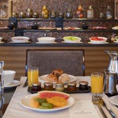 Отель Warwick Geneva Швейцария, Женева - 1 отзыв об отеле, цены и фото номеров - забронировать отель Warwick Geneva онлайн питание фото 2
