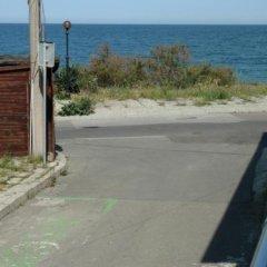Отель Guest House Cherno More Болгария, Поморие - отзывы, цены и фото номеров - забронировать отель Guest House Cherno More онлайн пляж фото 2