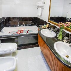 Отель Grand Excelsior Bur Dubai Дубай ванная