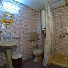 Отель Palyongov Guest House Болгария, Чепеларе - отзывы, цены и фото номеров - забронировать отель Palyongov Guest House онлайн ванная фото 2